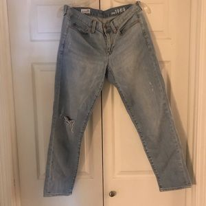 GAP 1969 sexy boyfriend distressed jean